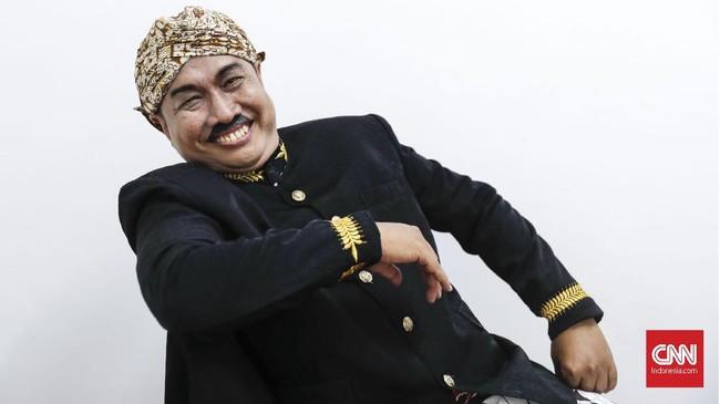 Eko 'Kucing'. Ia merupakan pengelola kelompok Srimulat Surabaya saat ini sejak 2017 lalu. Kini, timnya bernama New Srimulat dan mentas tiap 3-4 bulan sekali. (CNN Indonesia/Safir Makki)