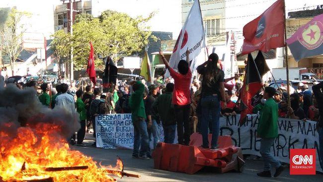 Demo BPJS di Makassar Berunjung Bentrok Mahasiswa dan Aparat