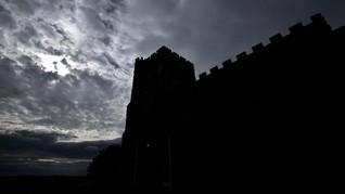 Sensasi Merinding 'Jurit Malam' di Gereja Kuno Inggris