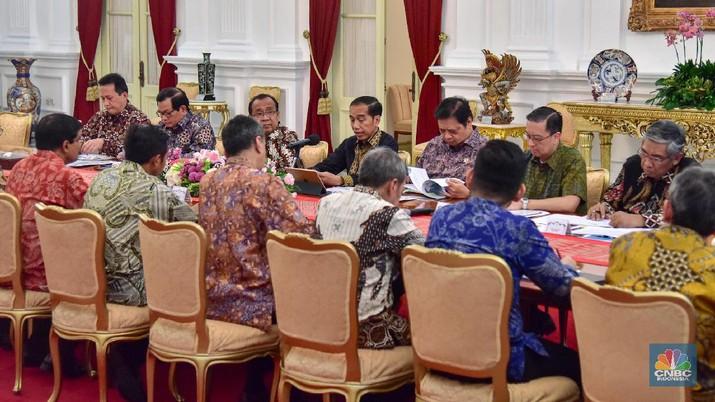 Jokowi meminta masukan dari kalangan pengusaha, semuanya kompak mengeluh soal pajak.