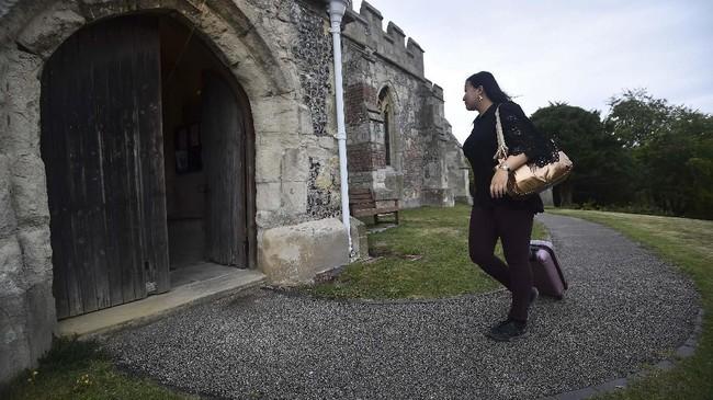 Bagi turis yang menggemari wisata horror, kegiatan bermalam di gereja-gereja kuno yang berada di Inggris atau Skotlandia mungkin terdengar seru. (AFP/Glyn Kirk)
