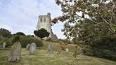 Pemandangan Gereja St Marydi Edlesborough, Buckinghamshire, Inggris. (GLYN KIRK / AFP)