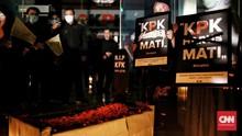 Tembakan Laser dan Bendera Kuning Warnai 'Pemakaman KPK'