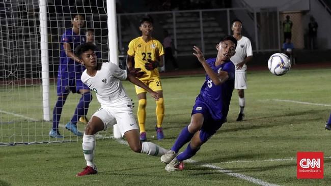 Timnas Indonesia mengakhiri laga dengan kemenangan 4-0 atas Filipina. Gol terakhir Garuda Muda dilesakkan Ahmad Agong Drajat. (CNNIndonesia/Safir Makki)