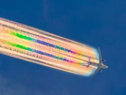 Kisah di Balik Foto Keren Pelangi di Ekor Pesawat