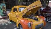 Willys Coupe 1941 masih dalam kondisi terawatdi 'Cruz'n for Roses' Hot Rod and Classic Car Show berlangsung di Pasadena, California. (Photo by Mark RALSTON / AFP)