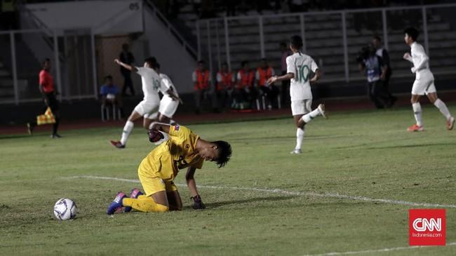 Ahmad Athallah dan kawan-kawan mulai bermain lebih lepas setelah mencetak gol pembuka pada menit ke-37. (CNNIndonesia//Safir Makki)