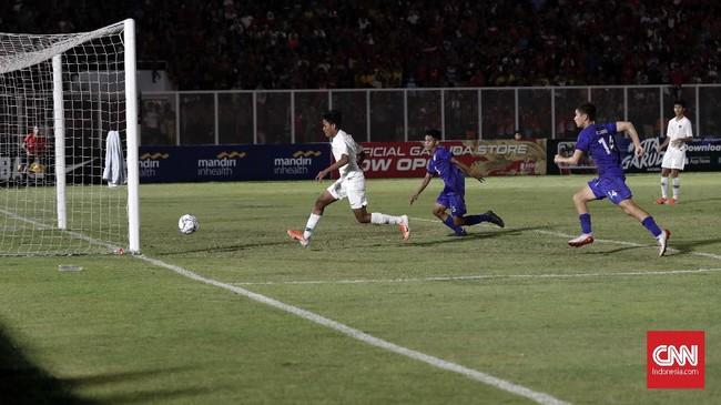 Penyerang Timnas Indonesia U-16 Ahmad Athallah memecah kebuntuan skuat besutan Bima Sakti dengan mencetak gol pada menit ke-37. (CNNIndonesia/Safir Makki)