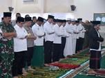 Jokowi Salat Istisqa Minta Hujan Sebelum Cek Kebakaran Hutan