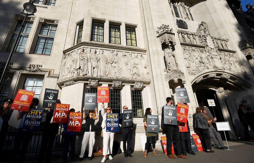 Mahkamah Agung di London akan menghabiskan tiga hari merekonsiliasi putusan yang dikeluarkan oleh pengadilan Inggris dan Skotlandia.