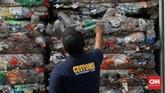 Rencananya, pemerintah akan melakukan re-ekspor sampah secara bertahap. (CNN Indonesia/Andry Novelino)