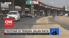 VIDEO: Trotoar Membentang di Tengah Jalan Raya Kalimalang