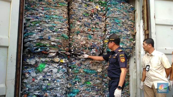 Pemerintah melalui Direktorat Jenderal Bea dan Cukai (DJBC) memulangkan 9 kontainer atau sebesar kurang lebih 135 ton sampah plastik ke Australia.