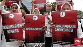 FOTO : Demo Karyawan Sriwijaya Air di Kemenaker