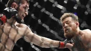 FOTO: Pertarungan Penting Khabib di UFC