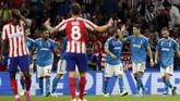 Pemain-pemain Juventus merayakan gol kedua ke gawang Atletico.(AP Photo/Manu Fernandez)