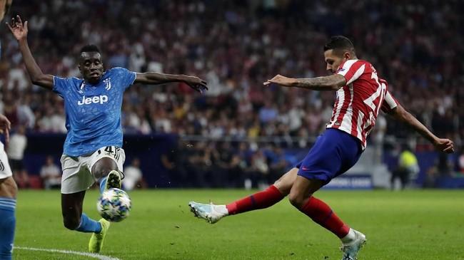 Juventus makin di atas angin setelah Blaise Matuidi mencetak gol lewat sundulan kepala di menit ke-65. Juventus unggul 2-0. (AP Photo/Manu Fernandez)