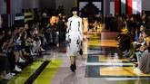 Prada menampilkan koleksi terbarunya di Milan Fashion Week pada 18 September 2019 lalu. (Tiziana FABI / AFP)