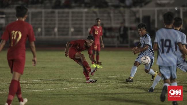 Pemain Timnas Indonesia U-16, Marselino Ferdinan, menjadi pencetak gol terbanyak di laga ini dengan torehan lima gol. (CNN Indonesia/Bisma Septalisma)