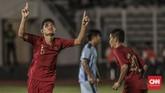 Bek Timnas Indonesia U-16 Mikael Alfredo Tata saat merayakan gol ke gawang Kepulauan Mariana Utara. (CNN Indonesia/Bisma Septalisma)