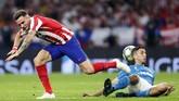 Laga sengit terjadi sejak awal pertandingan namun babak pertama berakhir tanpa gol. (AP Photo/Manu Fernandez)