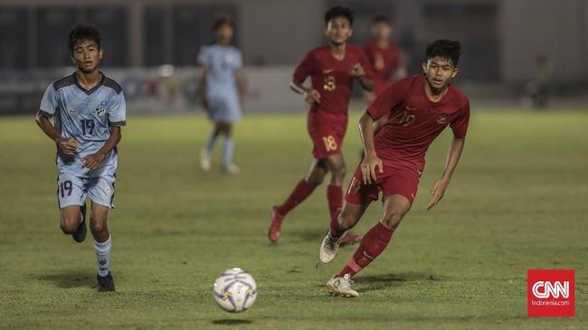 Timnas Indonesia U-16 mengakhiri babak pertama dengan keunggulan 6-1 atas Kepulauan Mariana Utara. (CNN Indonesia/Bisma Septalisma)