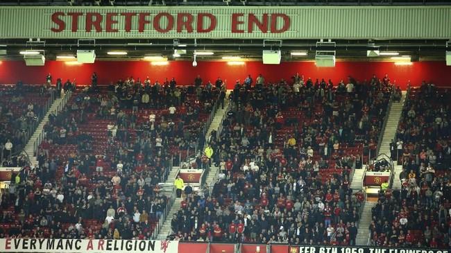 Antusias untuk menyaksikan Manchester United vs Astana tidak terlalu tinggi dengan banyak tempat duduk di tribune kosong. (AP Photo/Dave Thompson)