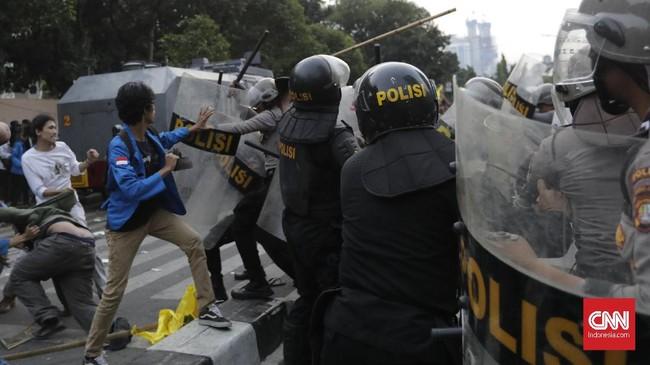 FOTO: Demo Massa PMII Berujung Bentrok di Gedung KPK