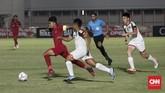 Gol pembuka Timnas Indonesia U-16 dicetak Ahmad Athallah lewat eksekusi penalti dan berakhir dengan kemenangan 8-0 atas Brunei. (CNNIndonesia/Safir Makki)