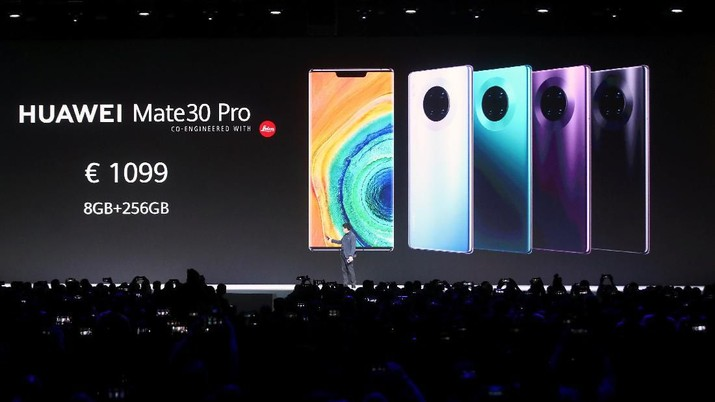 A new Huawei Mate 30 smartphone is pictured at the Convention Center in Munich, Germany September 19, 2019. REUTERS/Michael Dalder