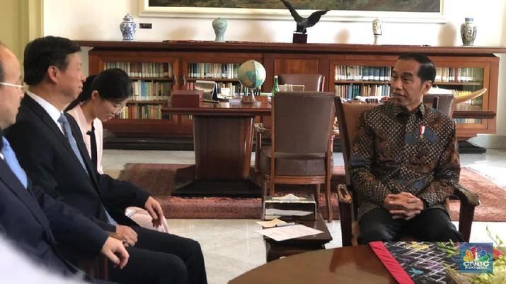 Presiden Joko Widodo (Jokowi) melakukan courtesy call dengan Penasihat Hubungan Luar Negeri Presiden China/Anggota Komisi Luar Negeri China.