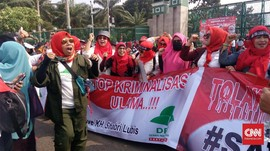 Demo Tolak RUU PKS, Emak-emak Juga Tuntut Pulangkan Rizieq