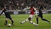 Arsenal membuka keunggulan atas Eintracht Frankfurt di Commerzbank Arena lewat gol Joseph Willock pada menit ke-38. (AP Photo/Michael Probst)