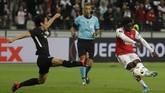 Arsenal kemudian menggandakan keunggulan lewat Bukayo Saka pada menit ke-84. Gol Saka yang membuat Arsenal semakin percaya diri meraih kemenangan. (AP Photo/Michael Probst)