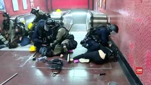VIDEO: Polisi Hong Kong Dituduh Menyiksa Demonstran