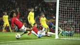 Pada pertandingan lainnya di Stadion Old Trafford, Kamis (19/9) malam waktu setempat, Manchester United menjamu Astana. (AP Photo/Dave Thompson)