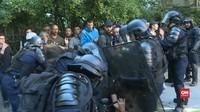 VIDEO: Polisi Paris Tangkap 30 Demonstran Rompi Kuning