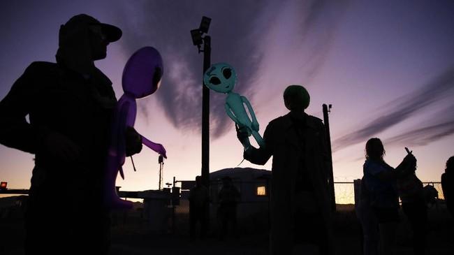 FOTO: Menyerbu Area 51 Demi Melihat Alien