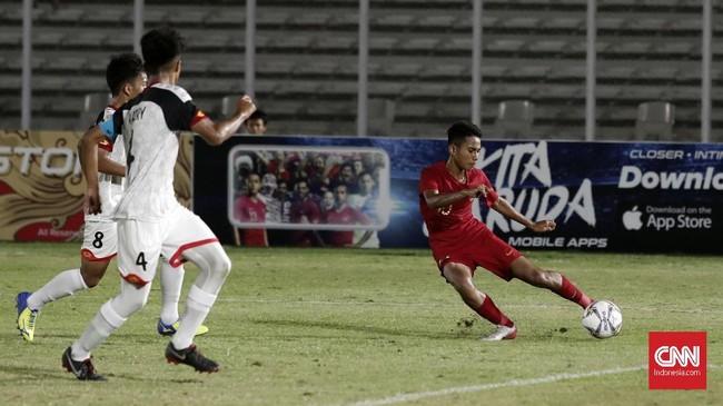 Meski menang telak atas Brunei, Indonesia harus puas menempati posisi kedua klasemen Grup G karena kalah produktivitas gol dari China. (CNNIndonesia/Safir Makki)