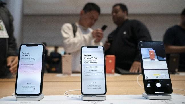 Ada tiga varian iPhone yang diluncurkan, yakni iPhone 11, iPhone 11 Pro, dan iPhone 11 Pro Max, dengan perbedaan pada jumlah kamera dan dapur pacu.(Drew Angerer/Getty Images/AFP).