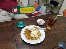 Intip Dapur Nasi Goreng Kebon Sirih, Cuan Rp 24 Juta/hari!