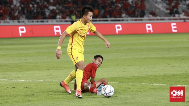 Pada laga ini, Timnas Indonesia U-16 butuh kemenangan agar bisa lolos langsung ke putaran final dengan status juara grup. (CNN Indonesia/Andry Novelino