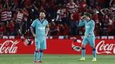Lionel Messi dan Antoine Griezmann gagal menjalankan tugas untuk mencetak gol di lini depan. Hasil ini membuat tim Catalonia sudah tiga kali gagal menang dan dua kali meraih kemenanga dari lima laga yang sudah dilakoni. (AP Photo/Miguel Morenatti)
