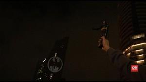 VIDEO: 'Bat Signal' Tandai 80 Tahun Kemunculan Batman
