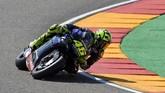 Valentino Rossi akan start dari posisi keenam pada balapan MotoGP Aragon 2019 malam ini setelah kalah dari Jack Miller dan Aleix Espargaro. (JOSE JORDAN / AFP)
