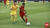 Upaya keras untuk membongkar pertahanan China berlanjut di babak kedua. Timnas Indonesia U-16 dan China saling bertukar serangan. (CNN Indonesia/Andry Novelino)