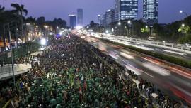 Unjuk Rasa Memanas, Mahasiswa Berusaha Terobos Gerbang DPR