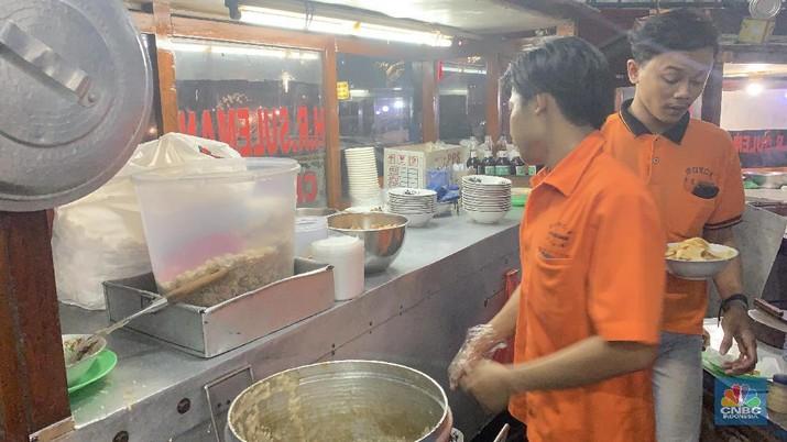 Kisah tukang bubur di Cikini ini bisa jadi inspirasi sendiri, sehari bisa raup Rp 15 juta.
