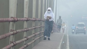 FOTO: Kabut Asap Karhutla Ganggu Sekolah