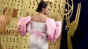 FOTO: Selebriti dengan Busana Terburuk di Emmy Awards 2019